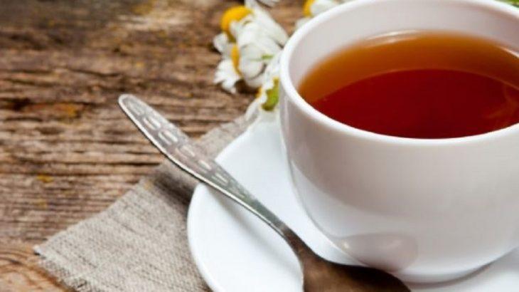 taza con manzanilla